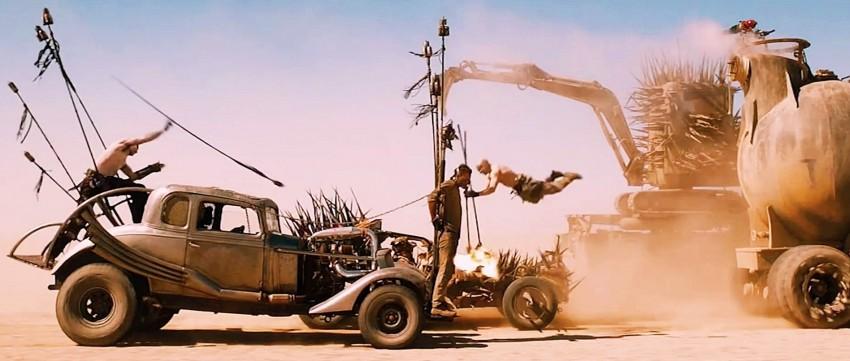 Warboys fazendo o trabalho sujo de Immortan Joe...